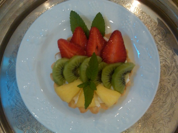 Tart with Strawberries, Kiwi, and Pineapple